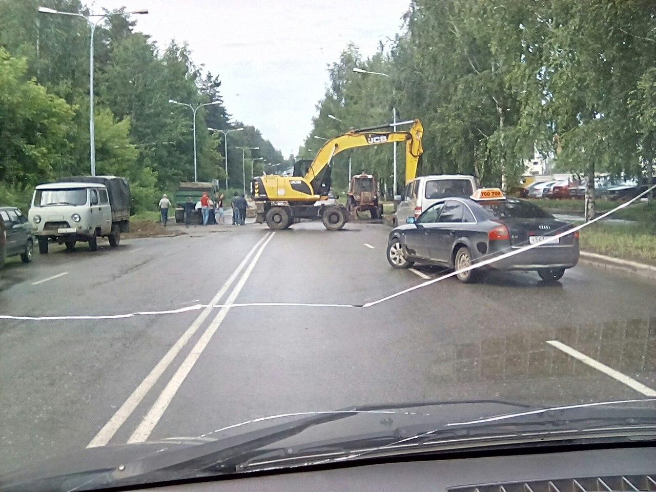 В Кирово-Чепецке из-за коммунальных работ перекрыли центральную улицу