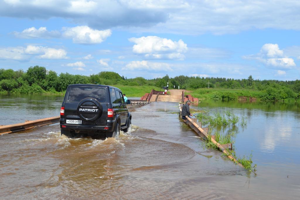 Движение по мосту через Чепцу возобновили