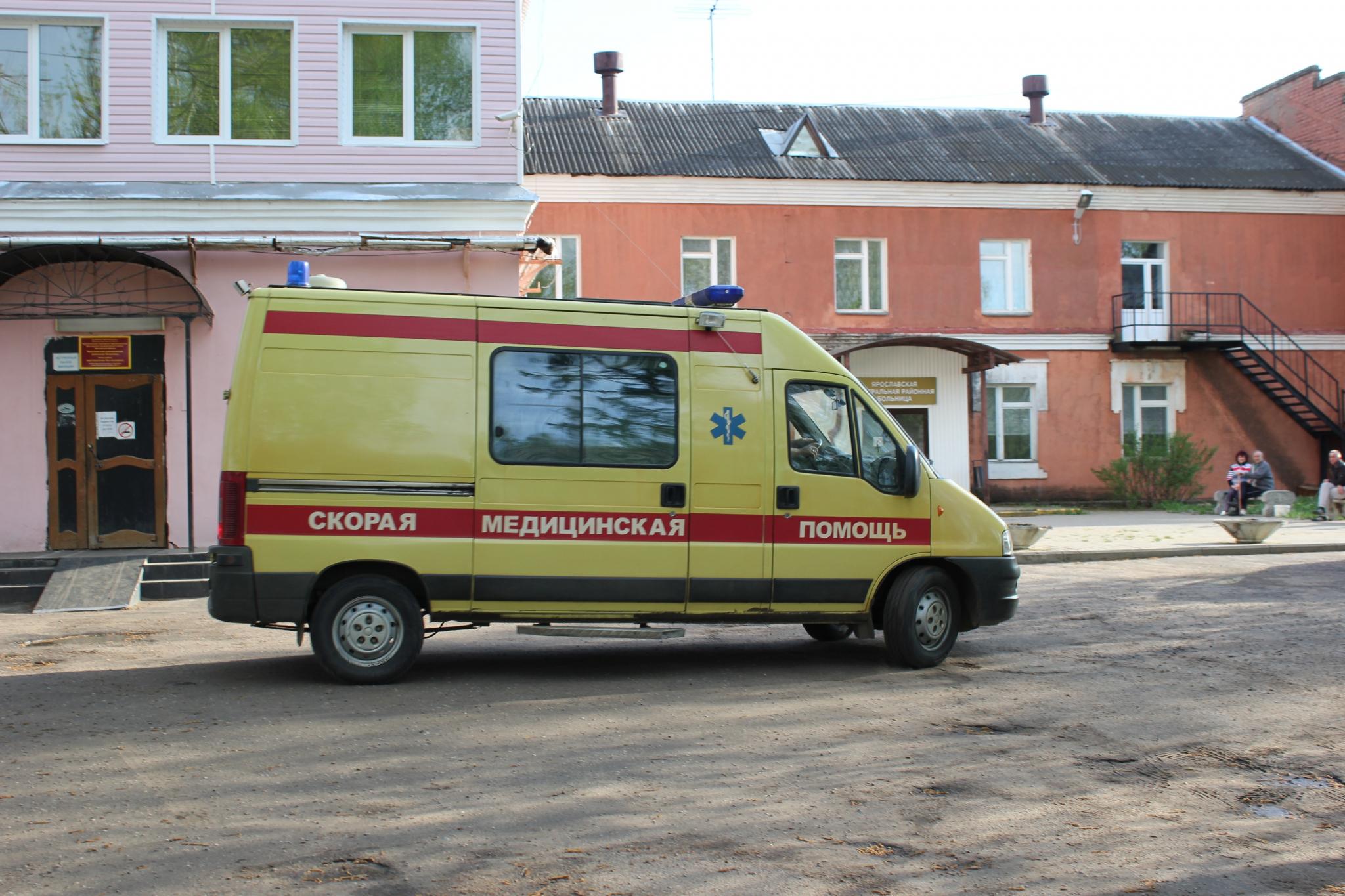 В Чепецке в подъезде дома избили мужчину: пострадавшего увезли в больницу