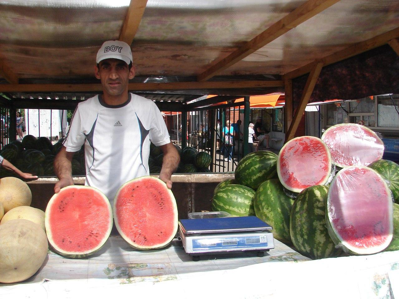 Продавец арбузов в Чепецке: о высоких ценах на рынке, правильном выборе и нарушениях