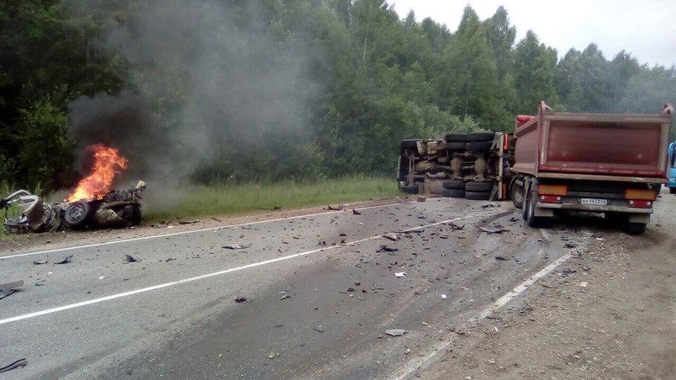 В Кировской области при столкновении с фурой погиб водитель легковушки