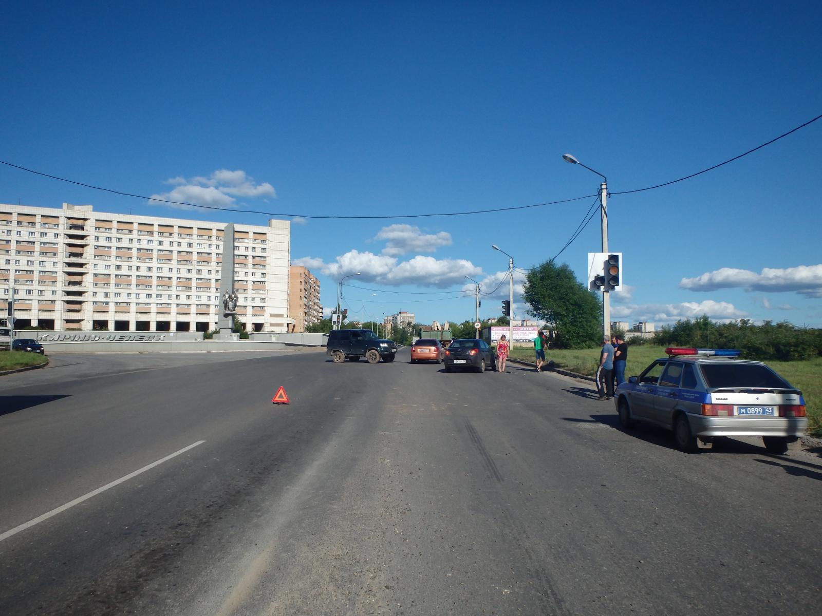 На въезде в Чепецк опрокинулся УАЗ: появились подробности аварии