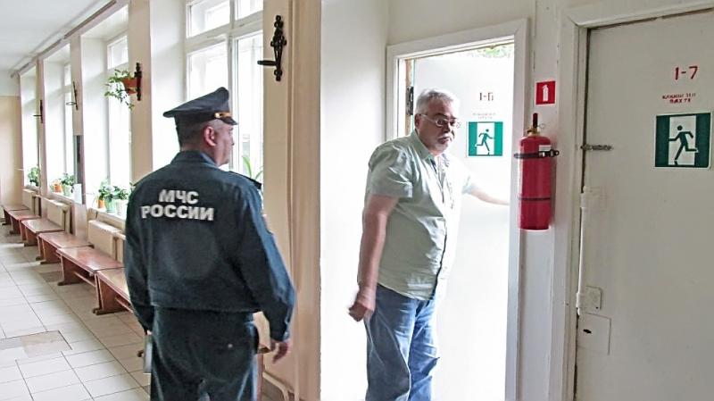 В Чепецке сотрудники МЧС проверили готовность школ к новому учебному году