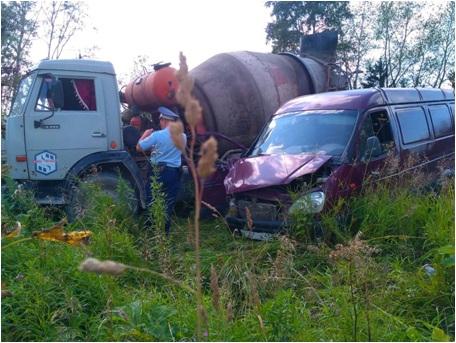 В Чепецком районе на трассе «ГАЗель» влетела в бетономешалку