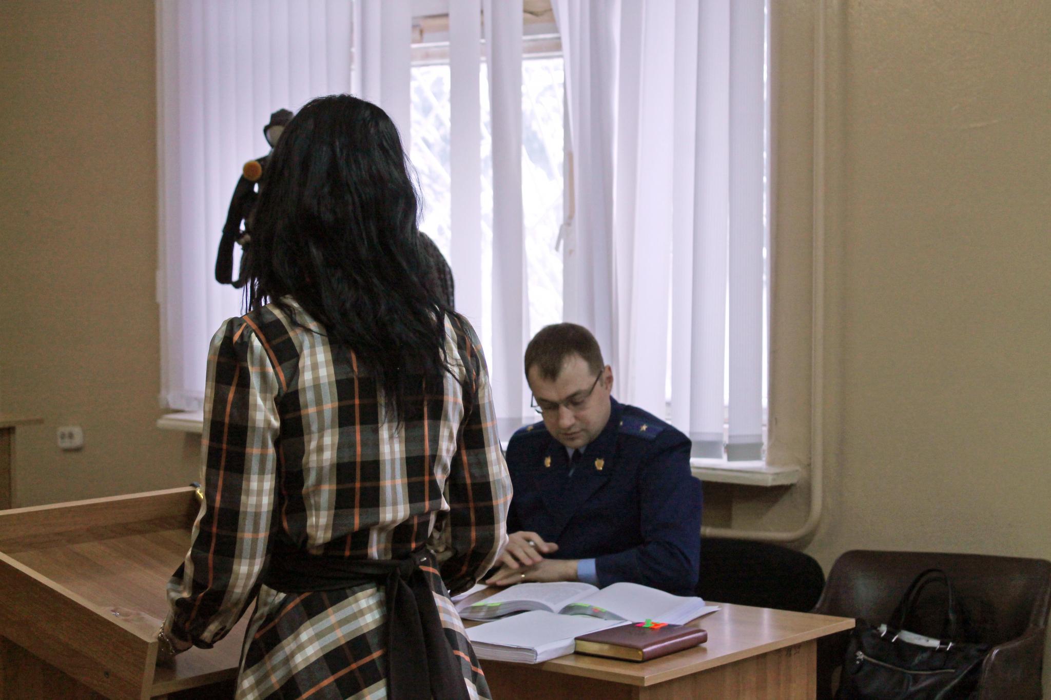 В Чепецке женщина схватила девочку за волосы и отобрала у нее iPhone