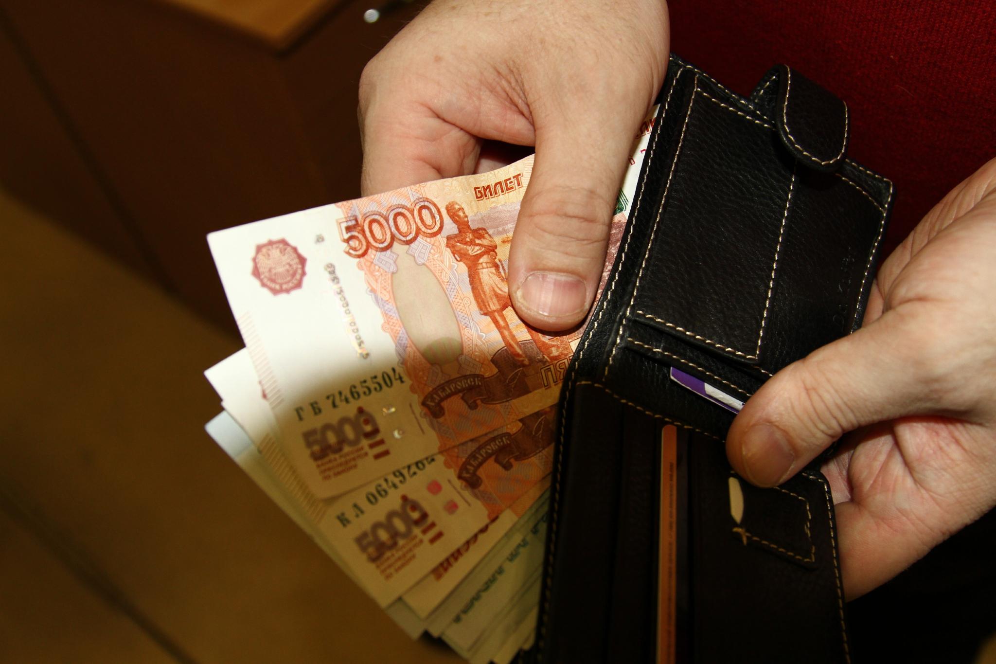В Чепецке таксист забрал банковскую карту пассажирки и снял с нее деньги