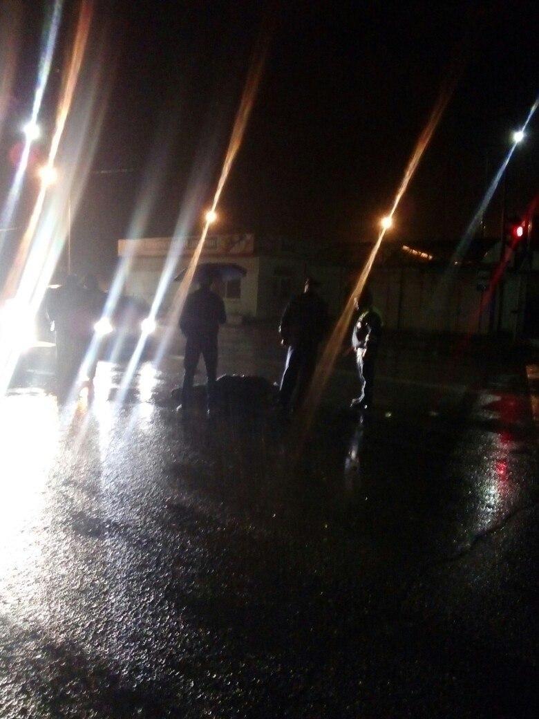 В Чепецке у остановки «Пежо» сбил пешехода: очевидцы не могут вызвать скорую