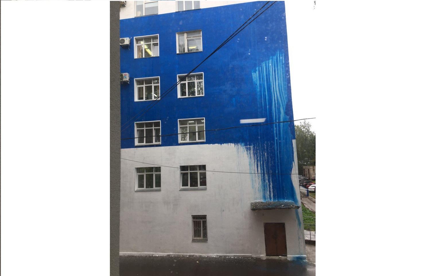 Ливень смыл краску с фасада Кировской областной больницы