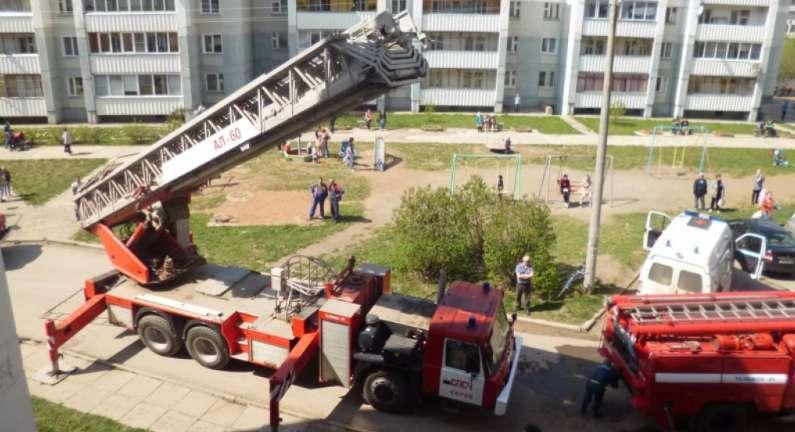 Во время пожара из многоэтажки эвакуировали 25 чепчан