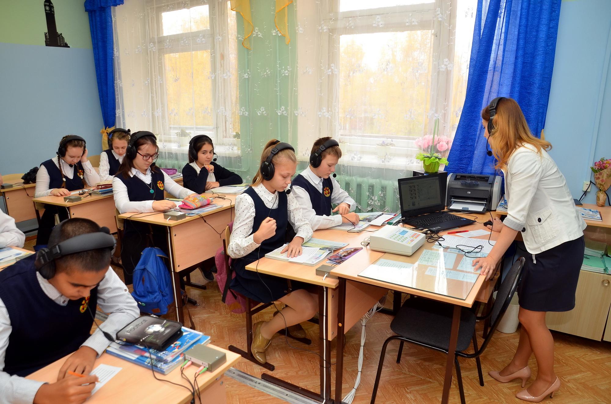 Филиал «КЧХК» АО «ОХК «УРАЛХИМ» продолжает поддержку школ региона