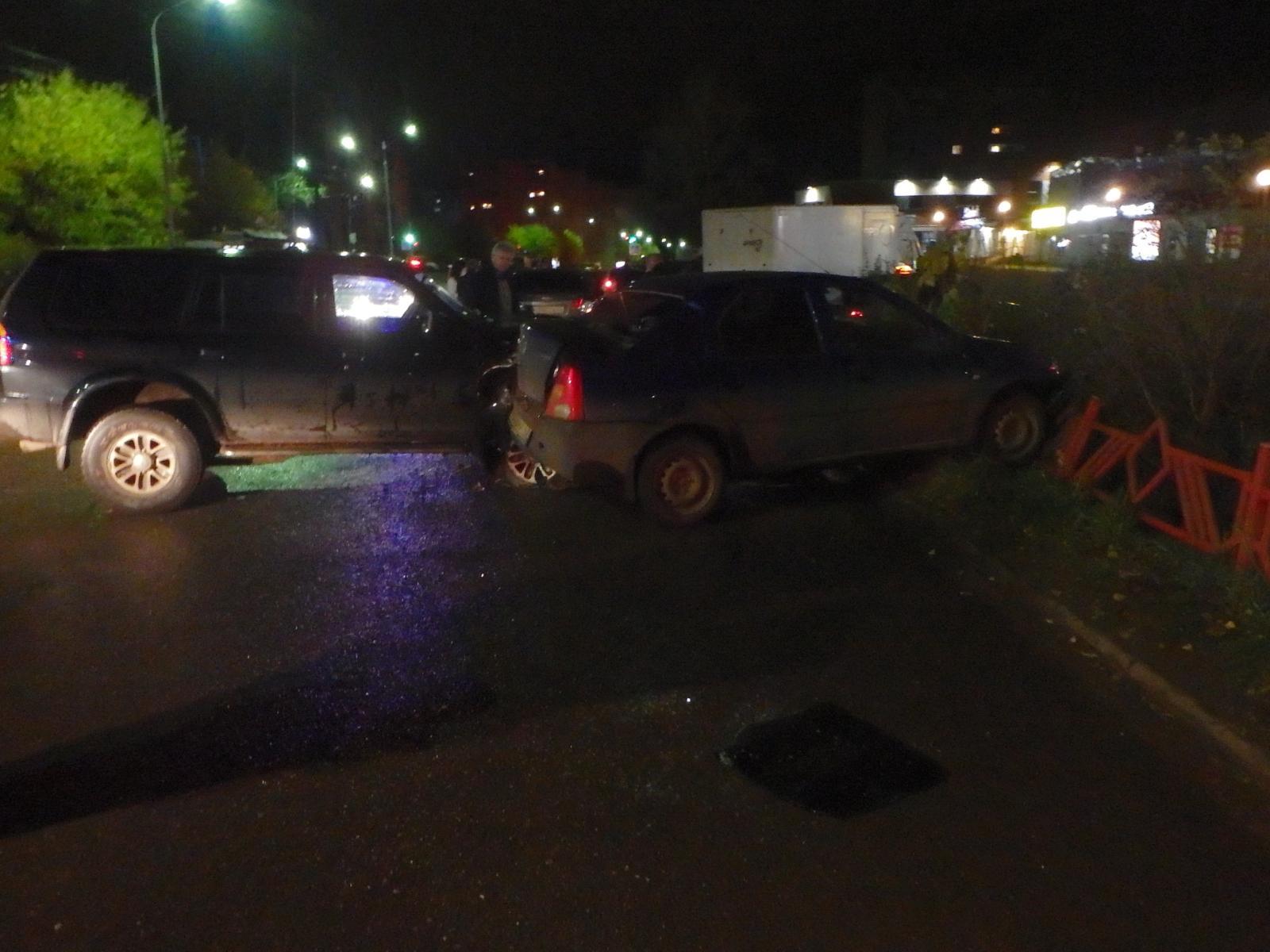 В Чепецке произошло тройное ДТП: в аварии пострадал один человек