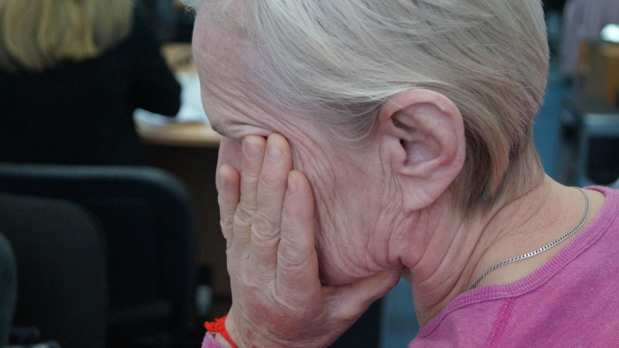 Чепецкие полицейские задержали женщину, избившую пенсионерку поленом