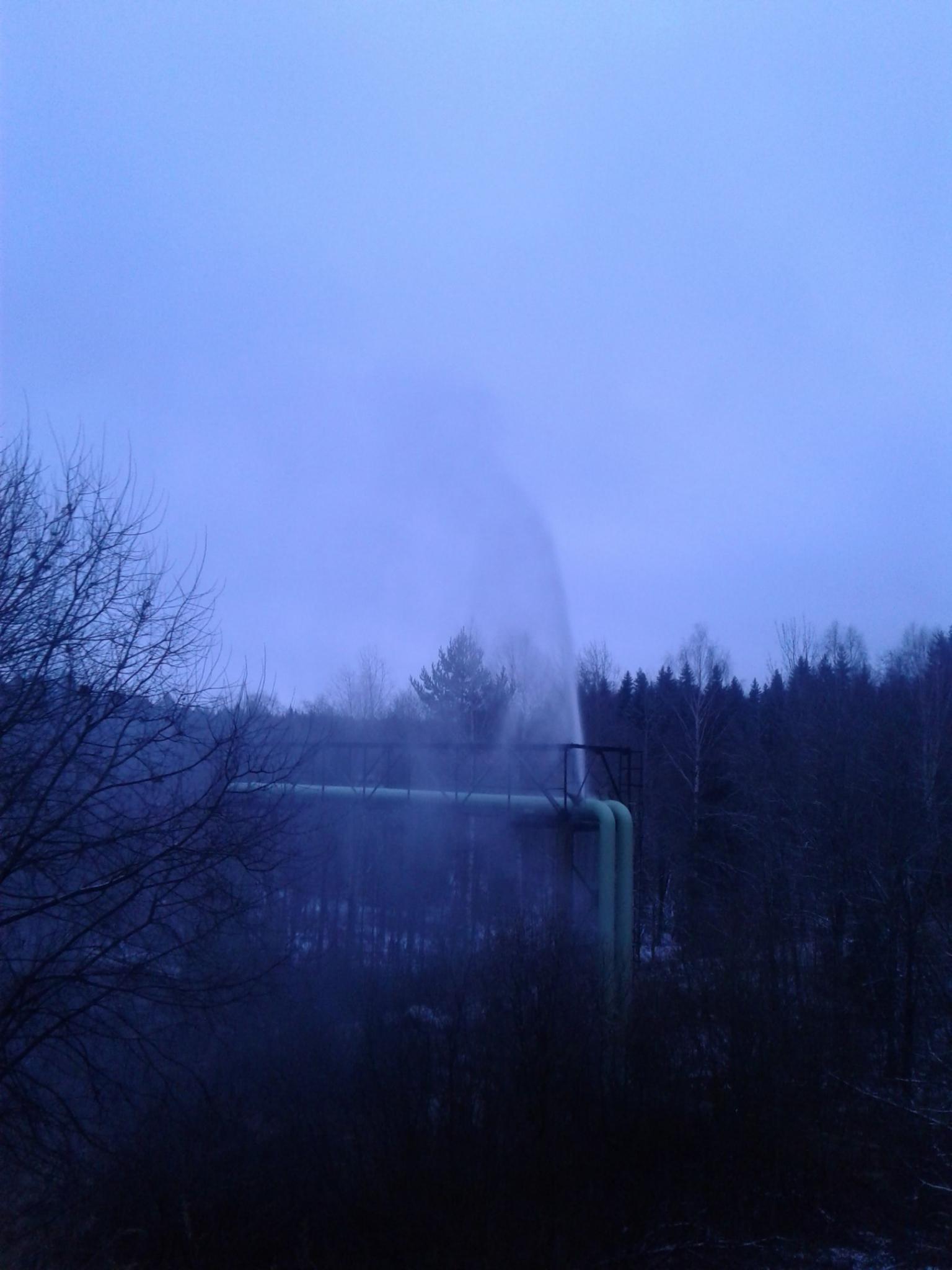 В Кирово-Чепецком районе забил фонтан кипятка