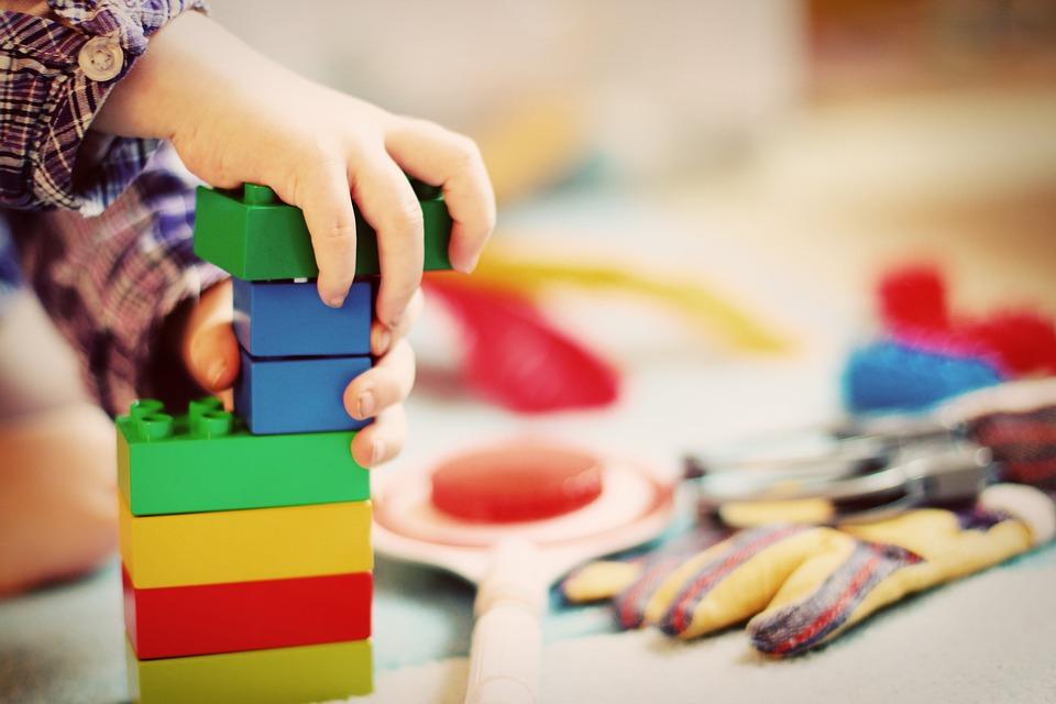 Жительница Чепецка собирает игрушки и одежду для детей из малоимущих семей