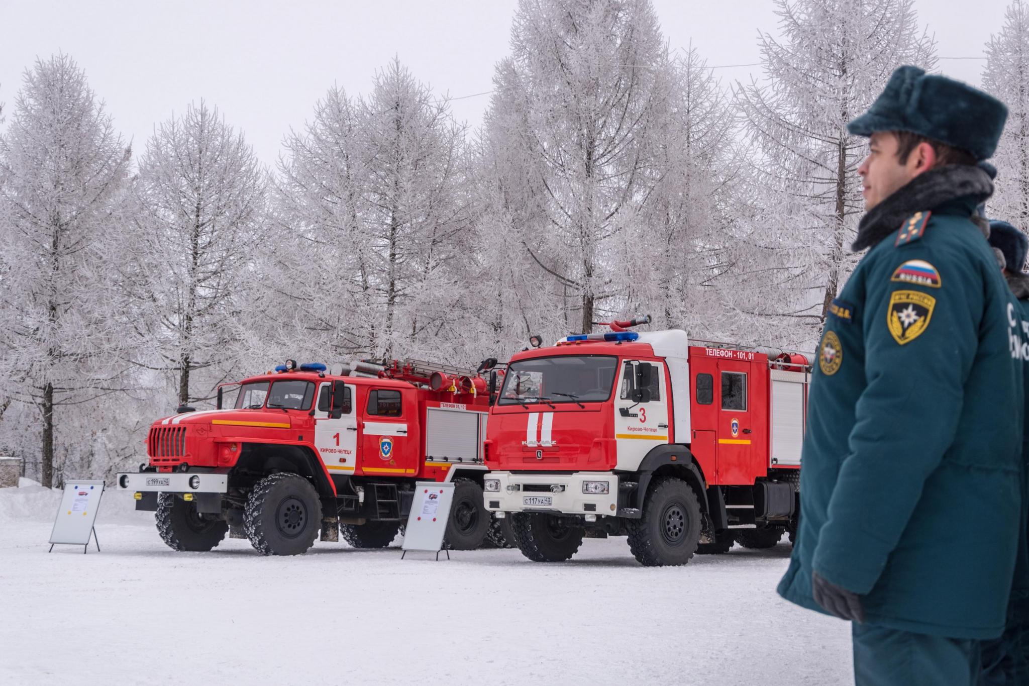 В Чепецк поступили две новые пожарные машины