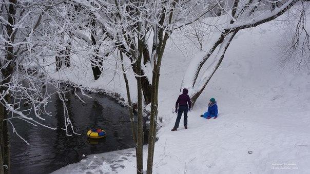 В Кирове ребенок чуть не угодил в пруд, катаясь на ватрушке