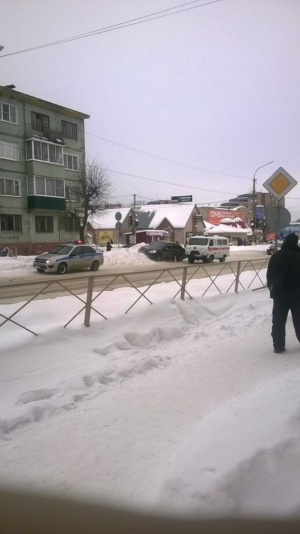 В Чепецке иномарка сбила пешехода: пострадавший убежал с места ДТП