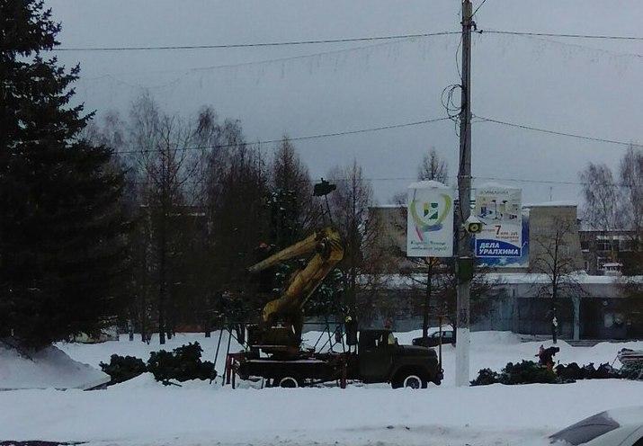 В Кирово-Чепецке убрали главную новогоднюю елку