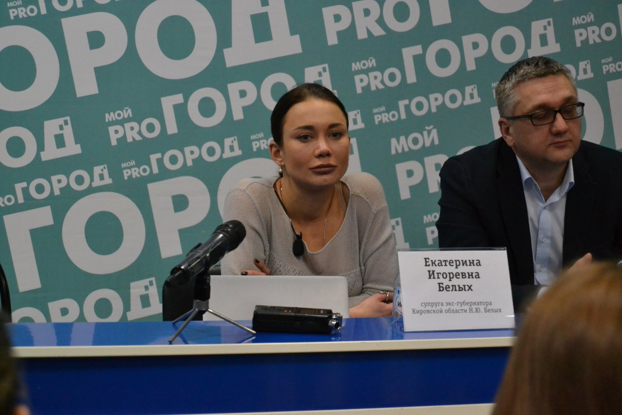 В Кирове идет пресс-конференция супруги Никиты Белых
