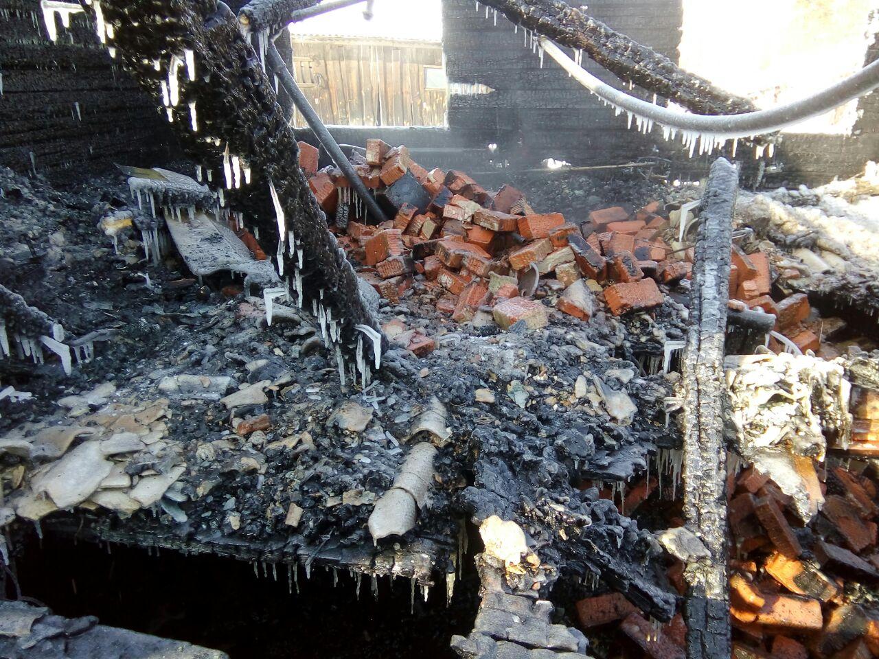В Кировской области в пожаре погибли ребенок и 28-летняя девушка