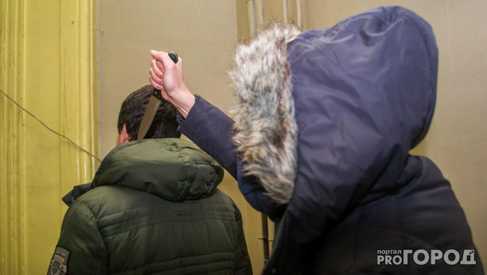 Кировский студент угрожал однокурснику ножом и требовал у него деньги