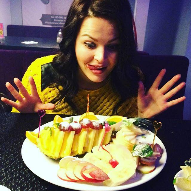 Портрет женщины цифрами Кировстата: ест 86 килограммов фруктов в год и живет дольше мужчины