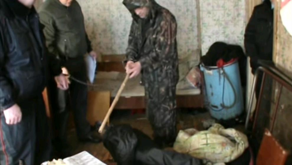 Чепчанин до смерти избил свою мать: появилось видео с места происшествия