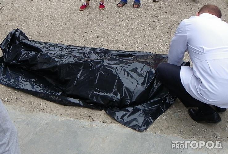 В Кирово-Чепецке в подъезде дома найден труп парня: мужчина состоял на учете у нарколога
