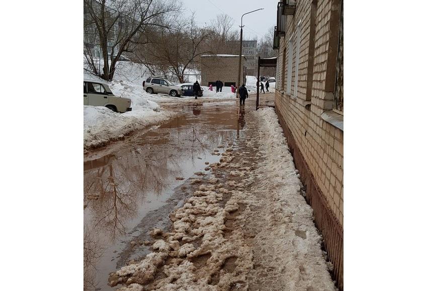 Из-за коммунальной аварии жители Чепецка на сутки остались без воды