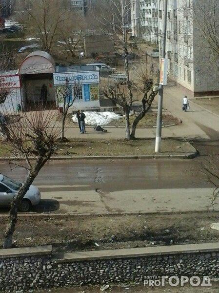 В Чепецке пешеходы равнодушно проходили мимо лежавшего на тротуаре мужчины