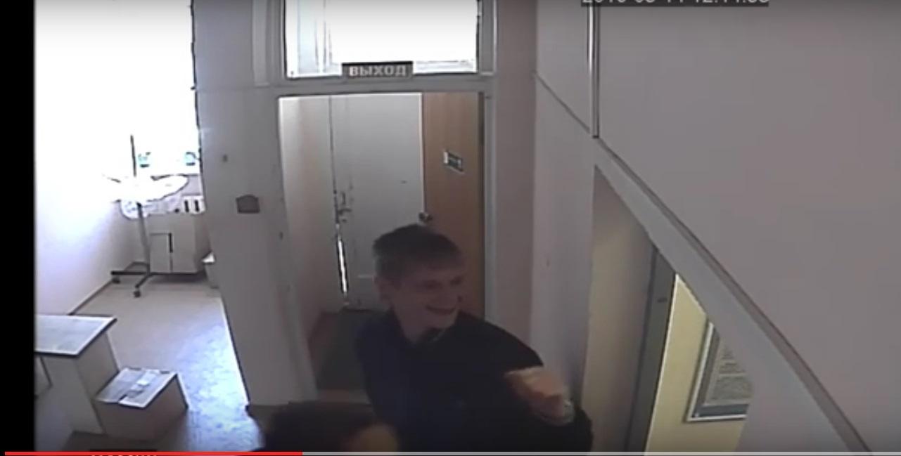В Кирово-Чепецке подростки брызнули удушающим газом: трем взрослым стало плохо