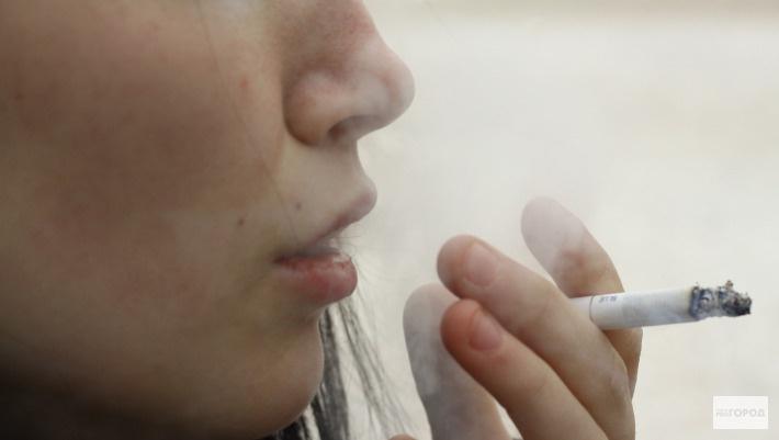 День отказа от курения: кировчане рассказали, как бросили курить с помощью дерева, записки и на спор