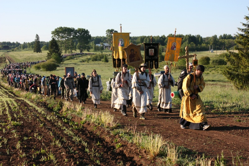 20 человек потерялись во время Великорецкого крестного хода