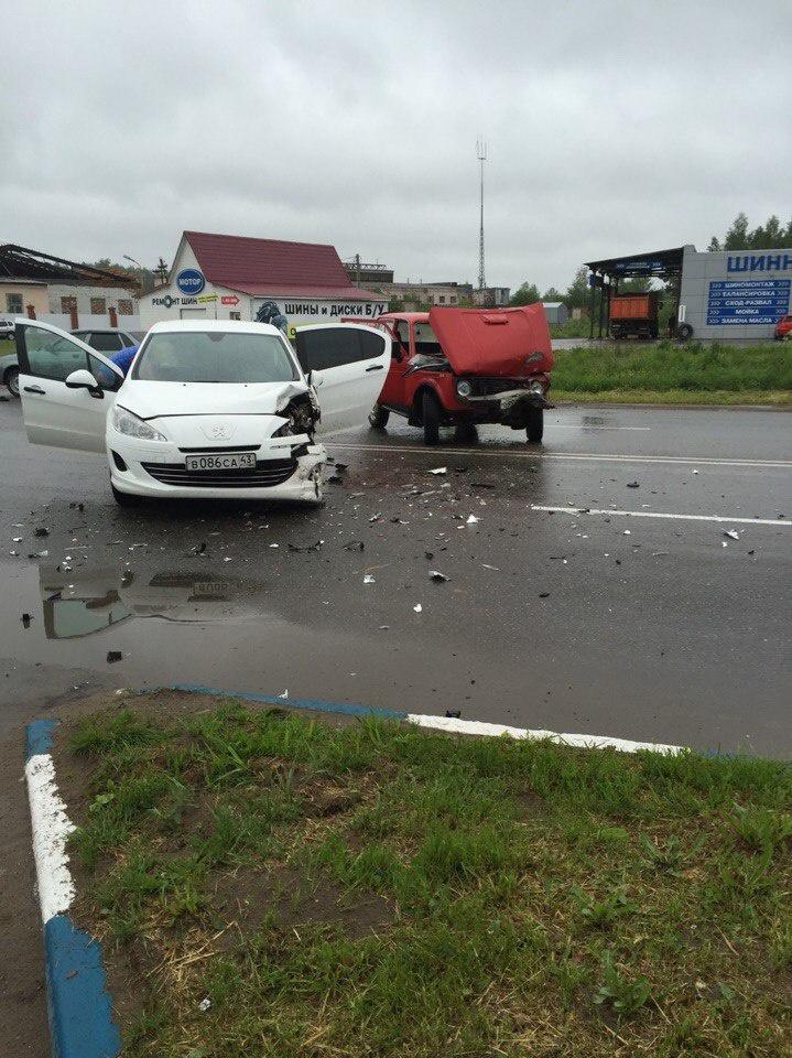 В Кирово-Чепецке женщина на Peugeot не пропустила «Ниву»