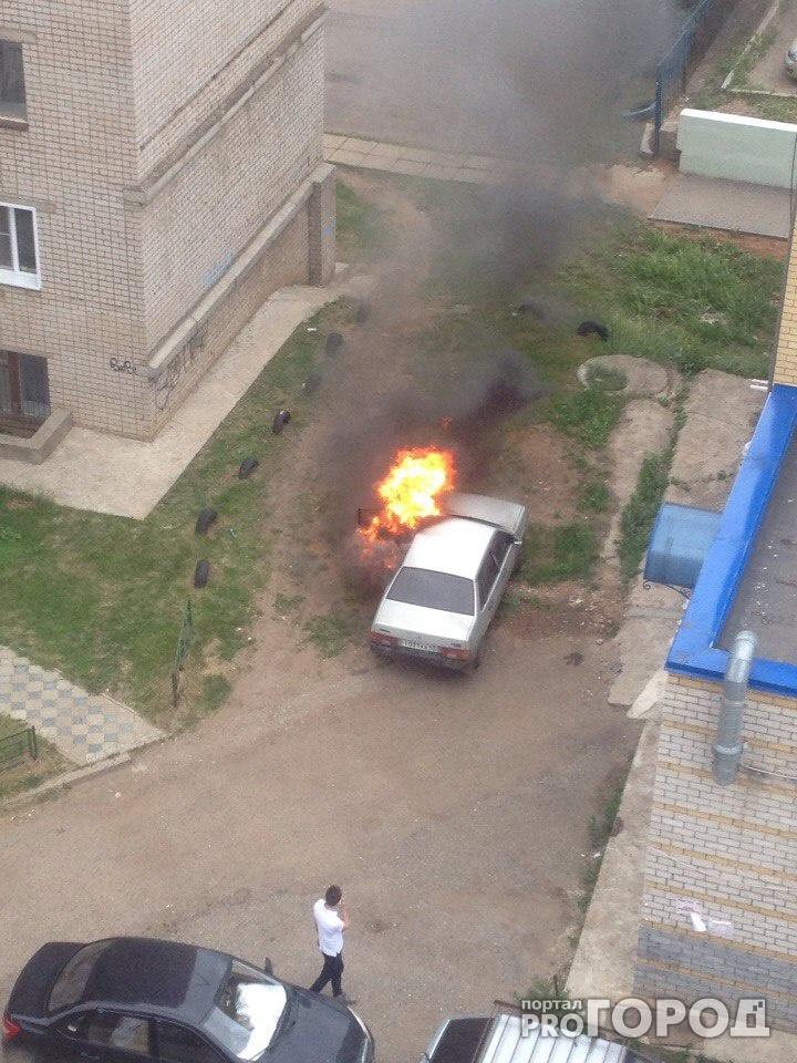 В Кирове на проспекте Строителей сгорел ВАЗ
