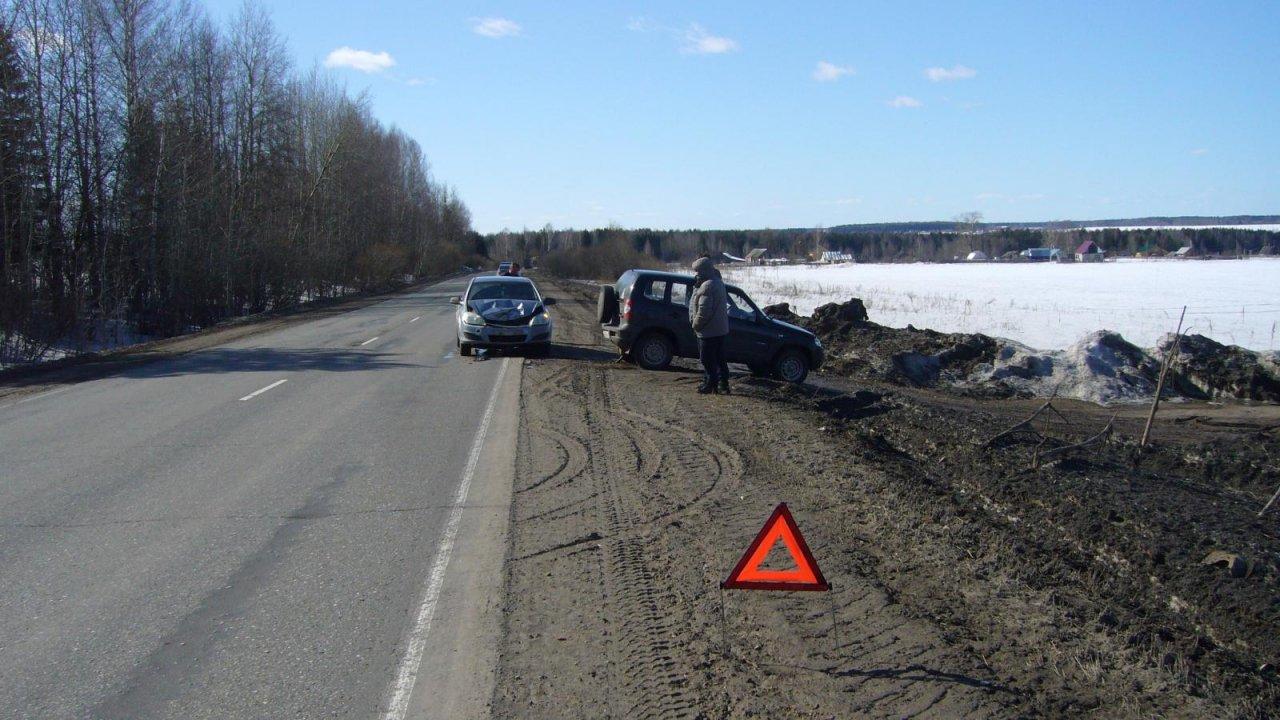 В Чепецком районе столкнулись Chevrolet Niva и Opel: у водителей возникли разногласия