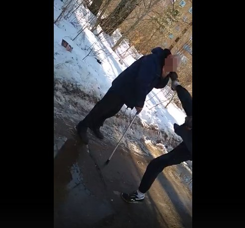 Чепецкие школьники жестоко избили мужчину