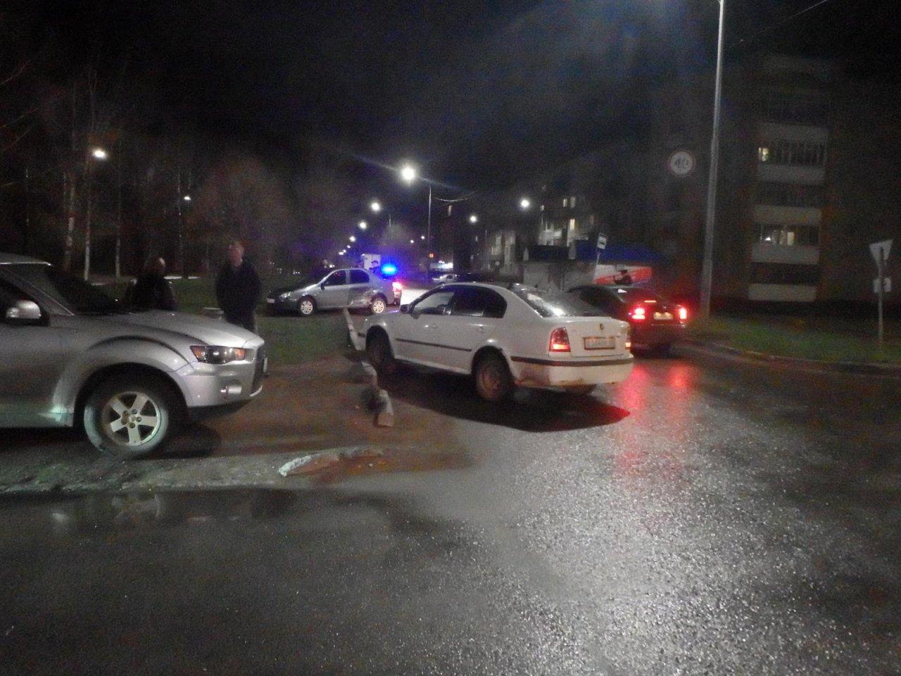 На улице Луначарского в Чепецке перевернулся автомобиль