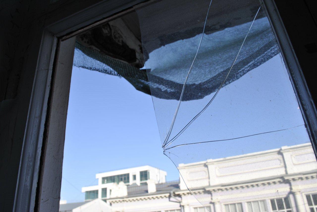 В Кирове женщина при странных обстоятельствах выпала из окна