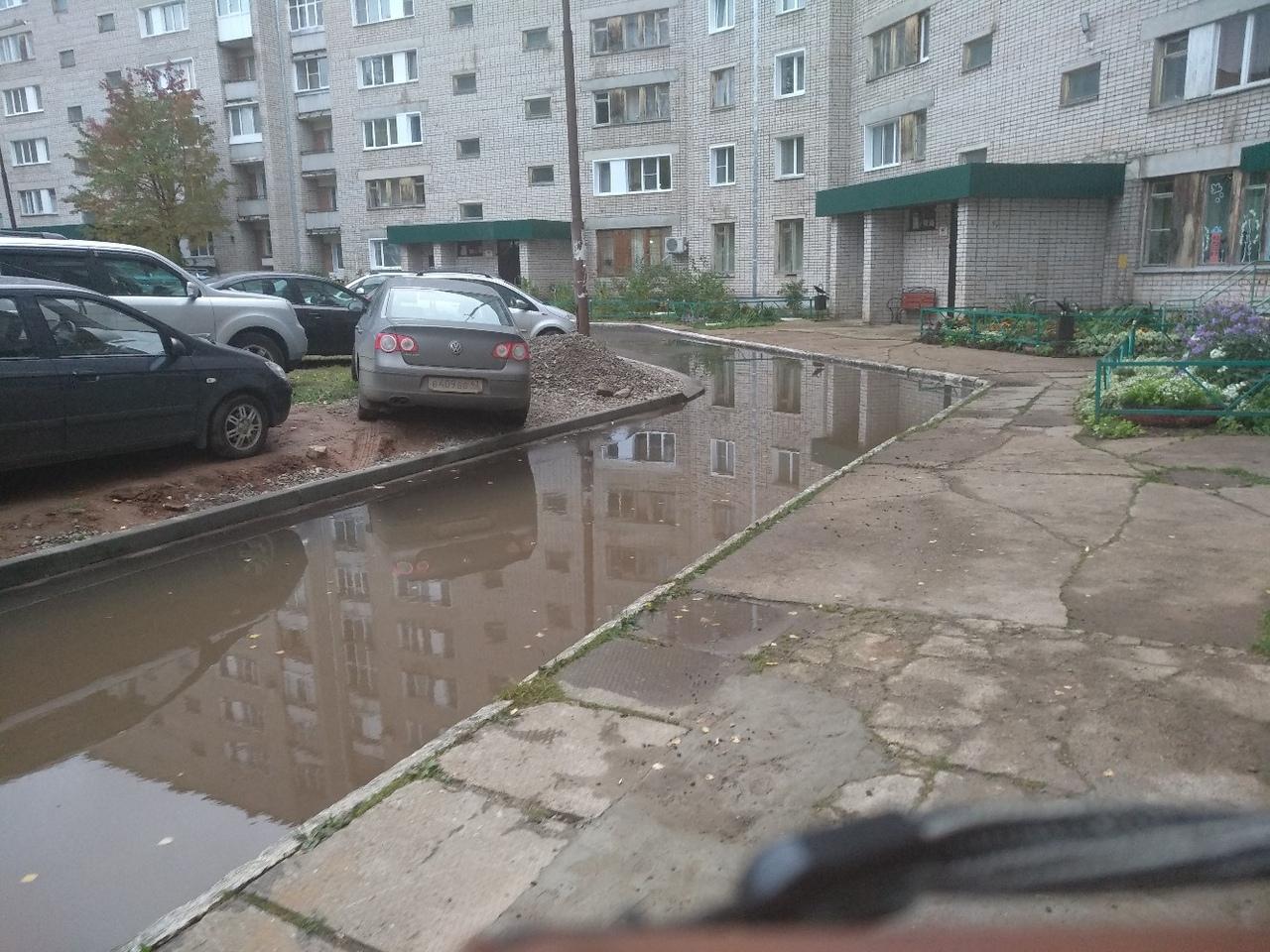 «Лужи на новом асфальте»: чепчане жалуются на качество укладки покрытия
