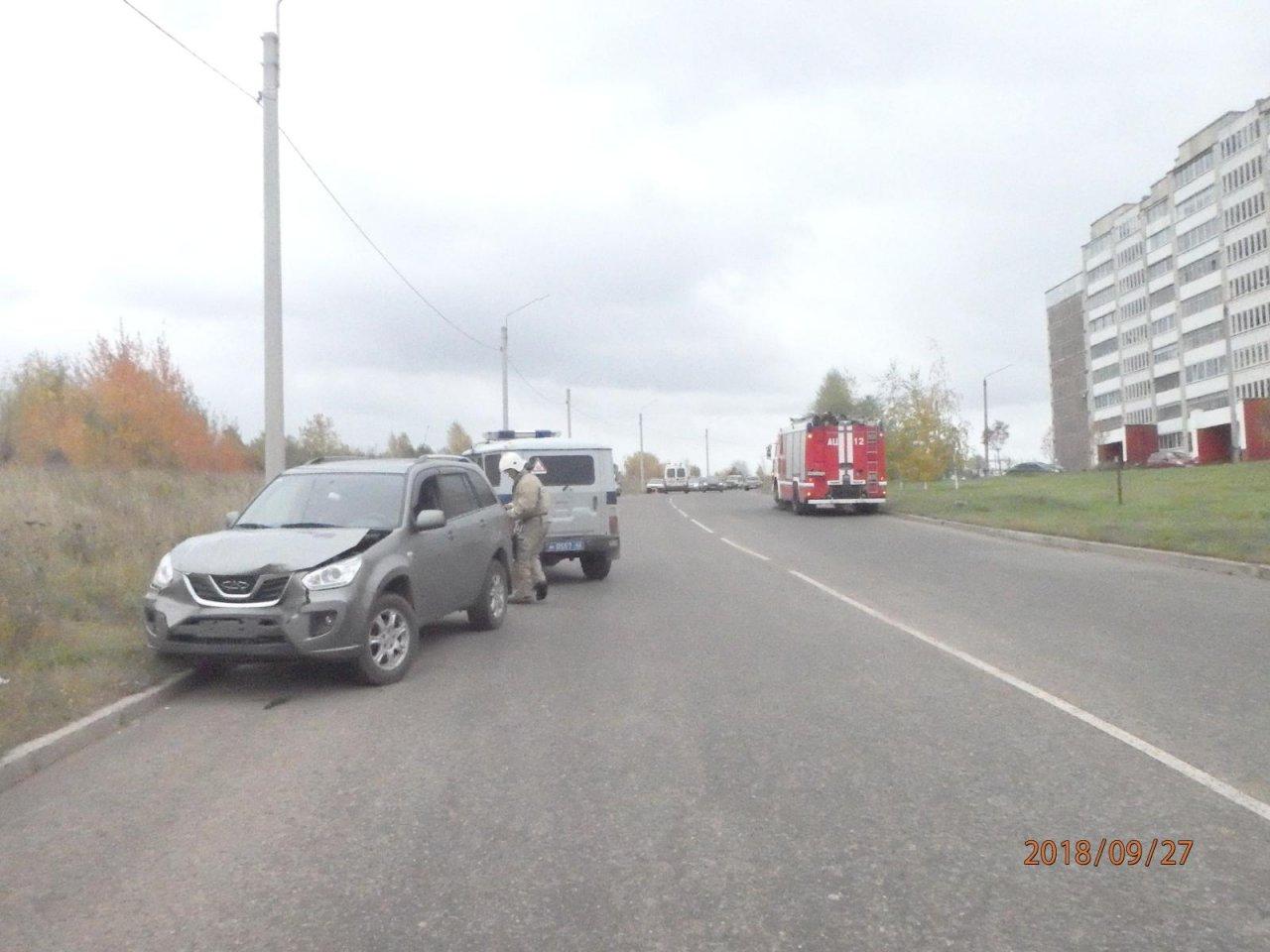 В Чепецке пьяный бесправник протаранил два стоящих авто