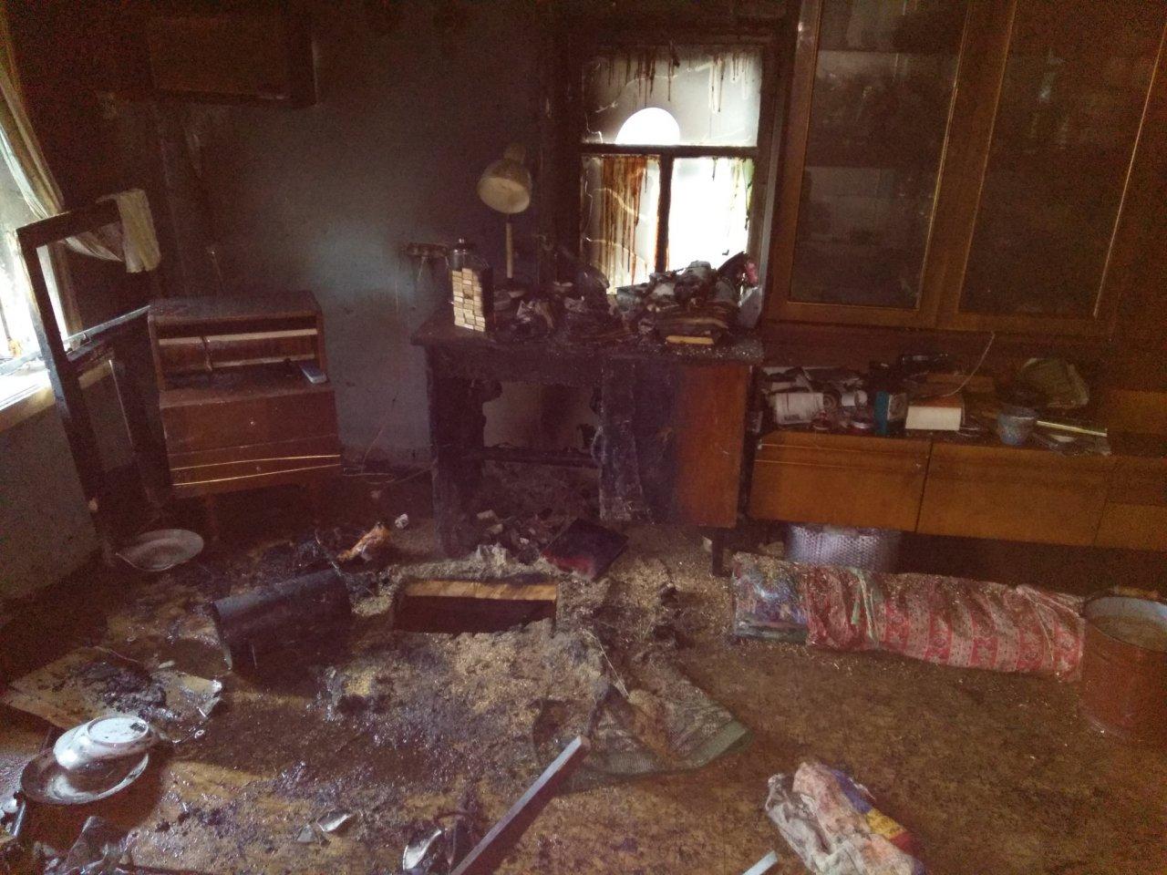 Утром в Чепецком районе вспыхнул дом: при пожаре пострадали супруги