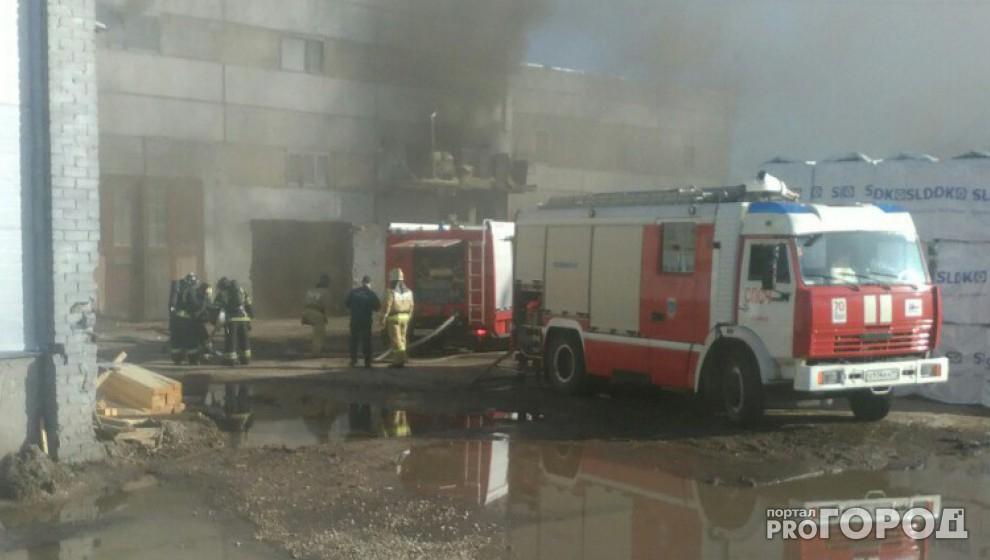 32 спасателя тушили пожар на частном предприятии в Чепецке