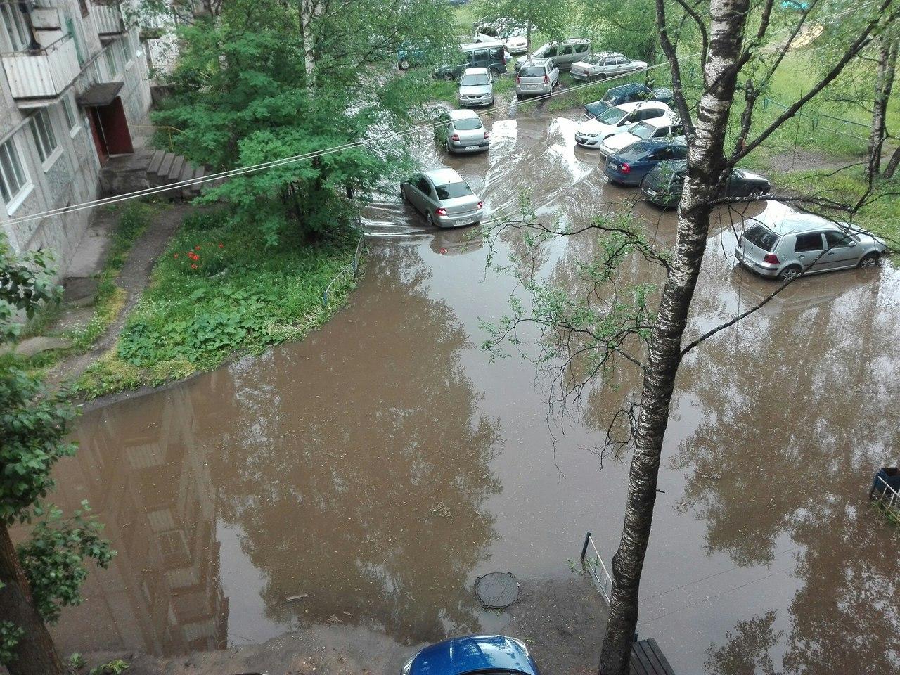 На очистку ливневки во дворах Кирово-Чепецка власти потратят 400 тысяч рублей