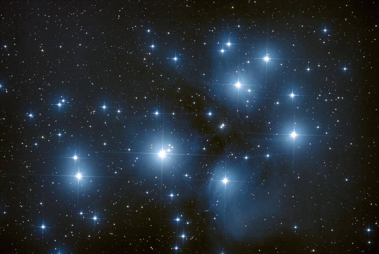 В Кировской области астрономы засняли на фото звездные Плеяды