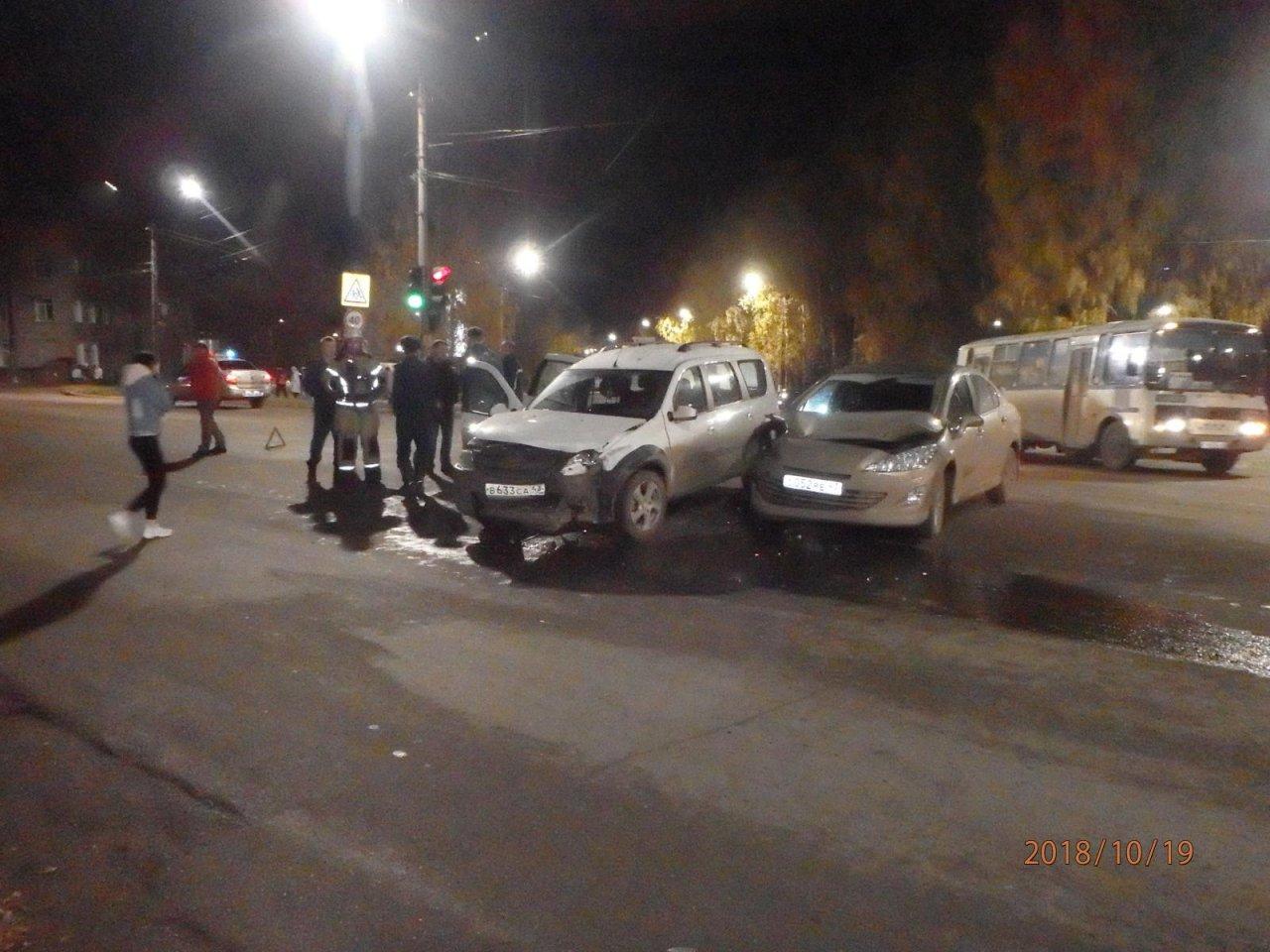 На проспекте Мира столкнулись Peugeot и «Ларгус»: есть пострадавшие