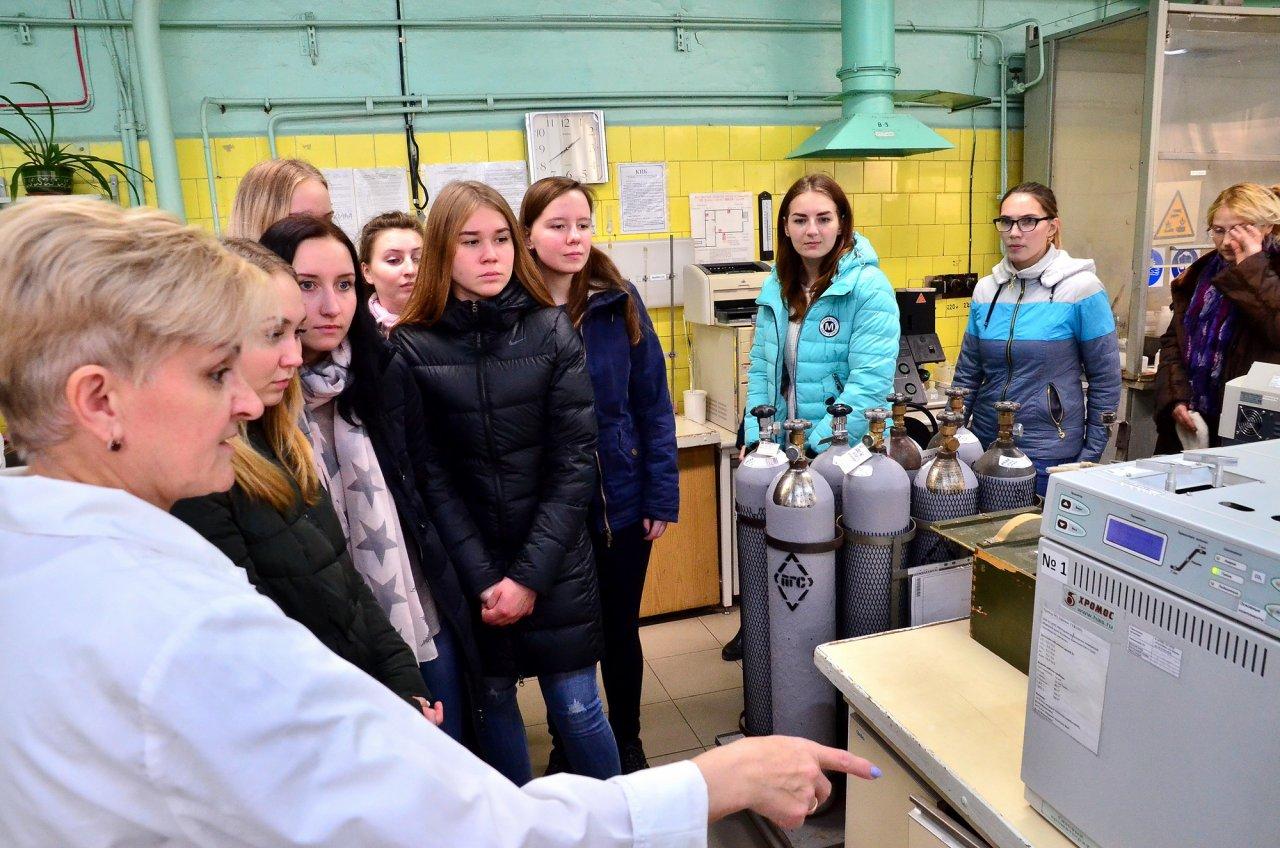 Студенты Института химии и экологии посетили производственную лабораторию «УРАЛХИМа»