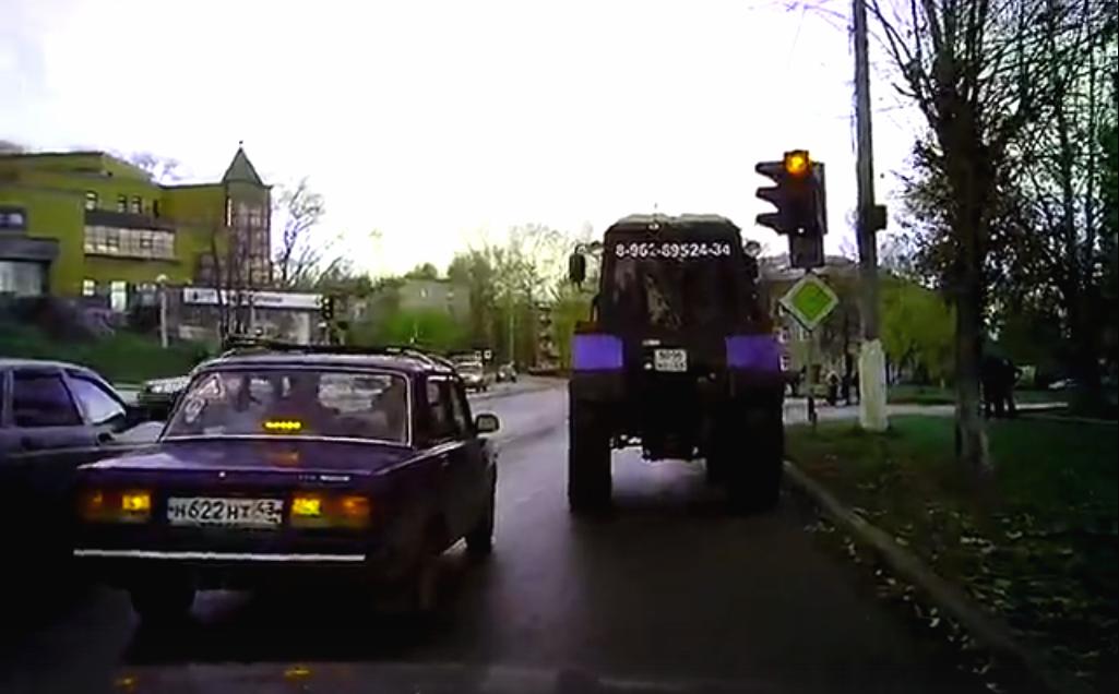 """Бешеный трактор, """"модные"""" меховые жилетки и дикари в автобусах: подборка жалоб от чепчан"""