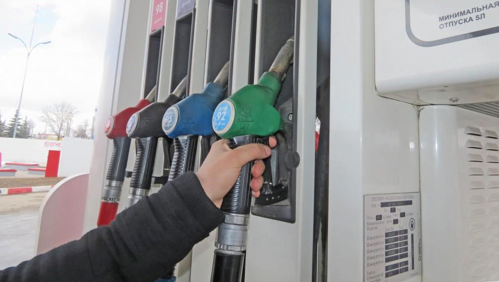 В Чепецке за АЗС в авто перелили бензин, сказав, что бак расширился