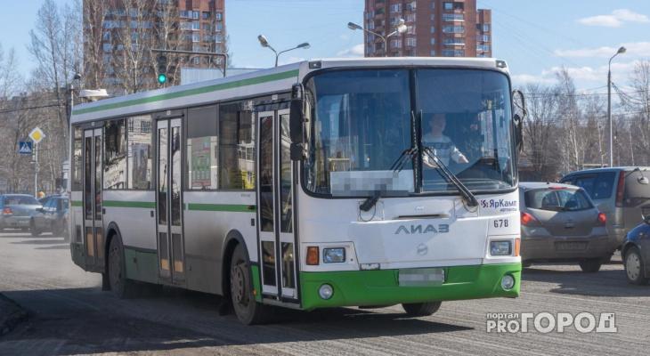 В Чепецке в автобусе 2 маршрута неизвестный с двумя ножами угрожал пассажирам